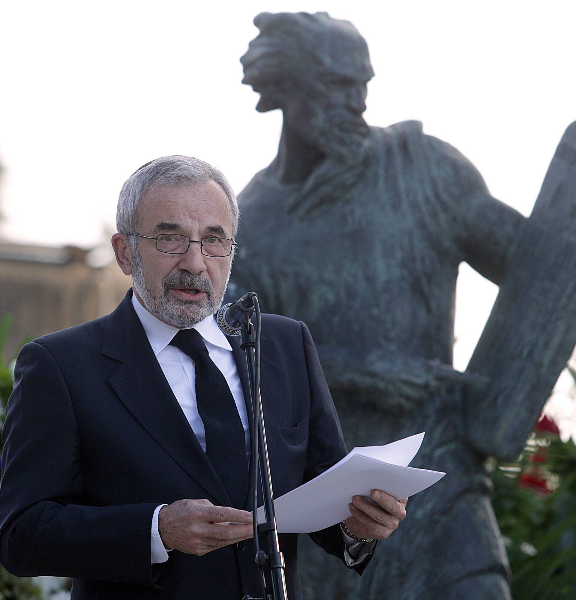 Ustaški dernek u Splitu: Kraus napada policiju, a trebao bi sud