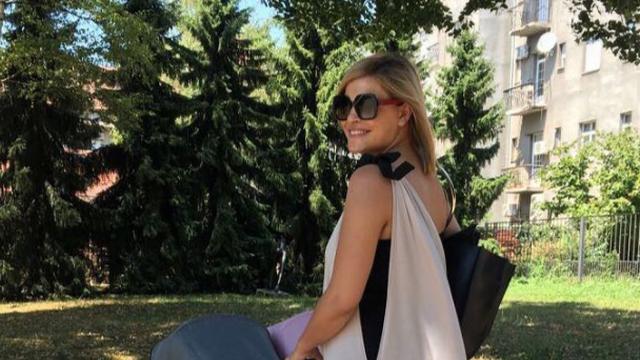 Prva šetnja Nevene Rendeli s blizankama: 'Prave šminkerice'