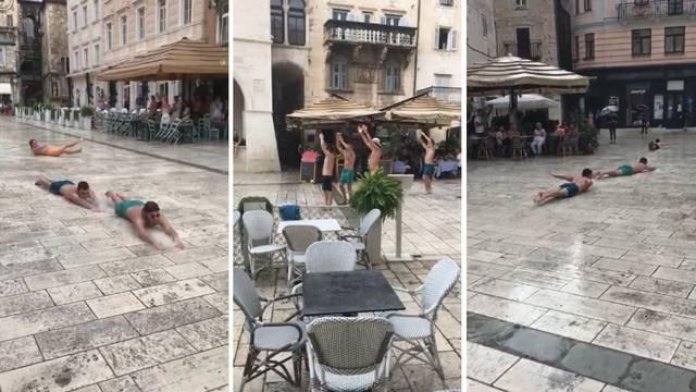 VIDEO Proklizali kroz Pjacu. Ovako su u Splitu dočekali kišu