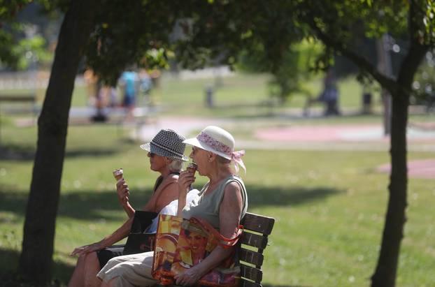 Zagreb: Vruće prijepodne na jezeru Bundek