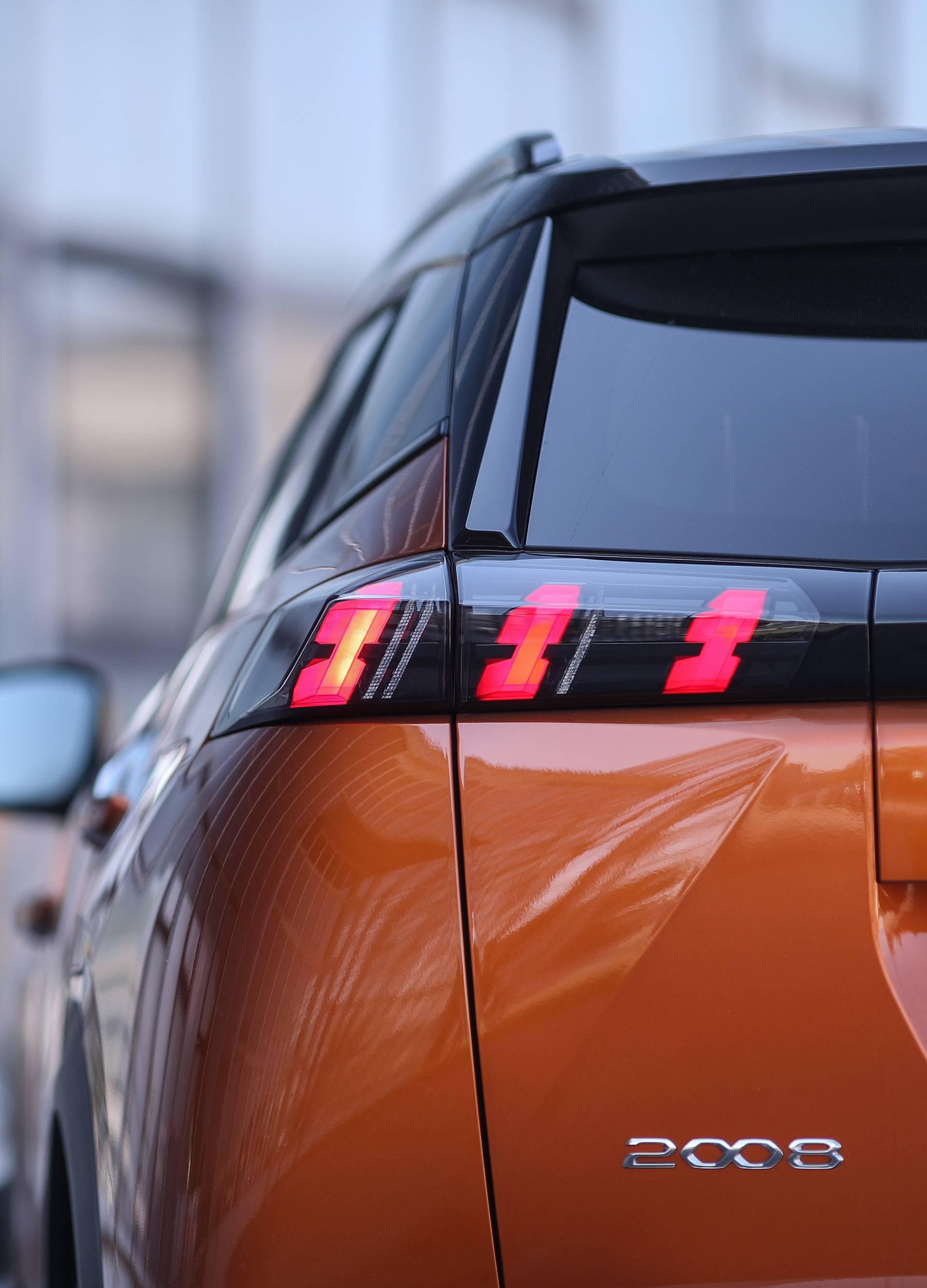 Mali veliki šarmer pun opreme: Testirali smo Peugeot 2008