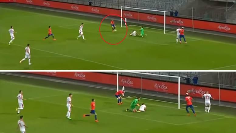Kakav promašaj! Bivši napadač Dinama promašio prazan gol...