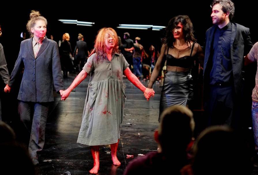 Krv i seks: Pogledajte 'fotke' iz šokantne Matanićeve predstave
