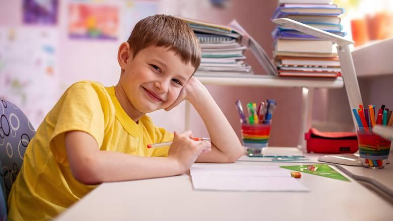 Svim čitateljima sutra dar uz 24sata: Veliki prilog o povratku učenika u školske klupe...