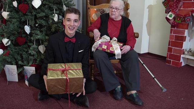Leon izveo najbolje trikove i ganuo umirovljenike: 'Divno je'