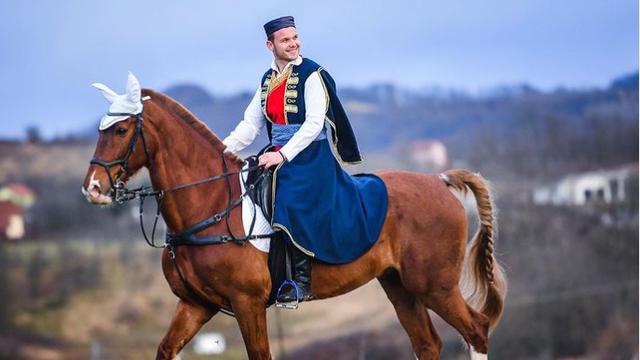 Gradonačelnik Banja Luke Božić čestitao slikom gdje jaše konja