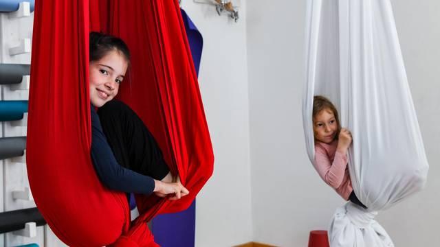 Spoj plesa i igre: Plesanjem na svili djeca razvijaju tijelo i um