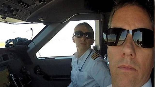 Pilot helikoptera vozio i Dalaj Lamu, spasio je stotine života