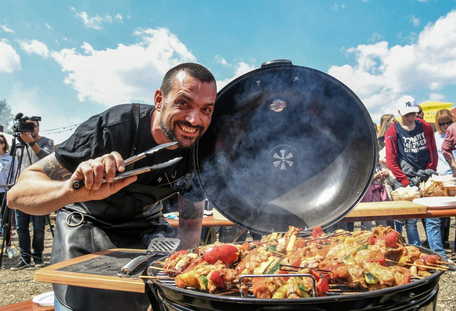 'Prvo sam skuhao tjesteninu, a bilo bi fora da sam kuhar Papi'