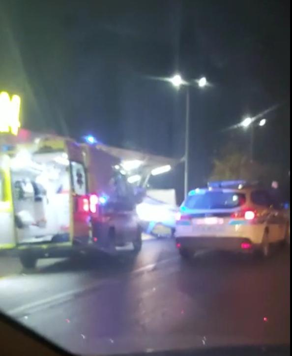 Autom je sletio u autopraonicu: 'Djevojci pružili prvu pomoć'