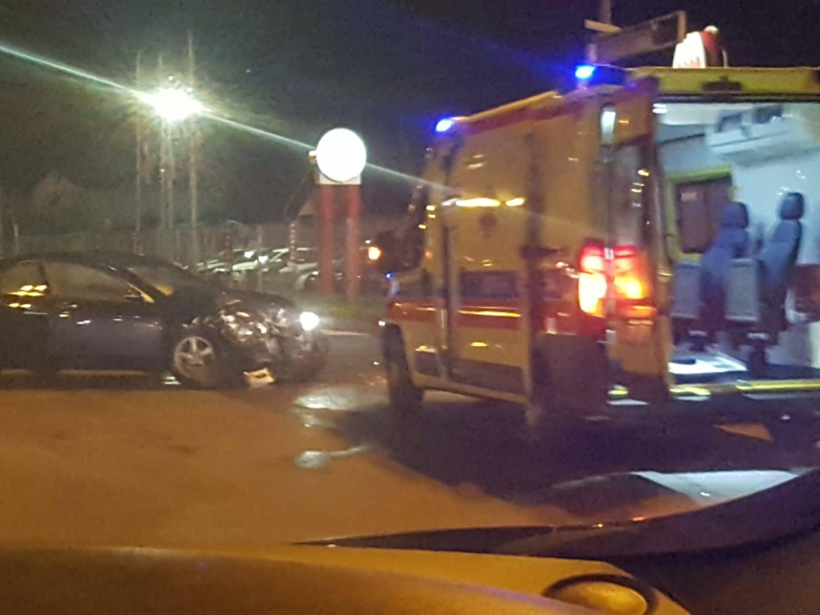 Troje ozlijeđenih u sudaru u Zagrebu: 'Ljudi su stajali i  gledali u šoku smrskani auto'