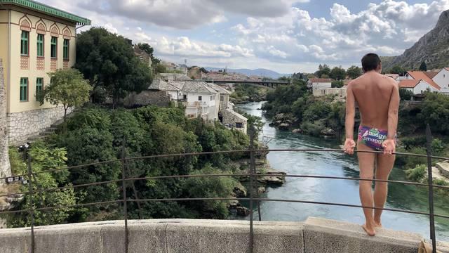 Susret sa skakačem sa Starog mosta: 'Ako hoćeš da skočim, ne za***avaj nego plati 35 eura'
