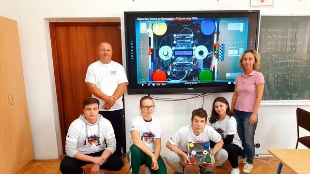 Zlatne vukovarske robotičare okupili su nastavnik tjelesnog i profesorica informatike