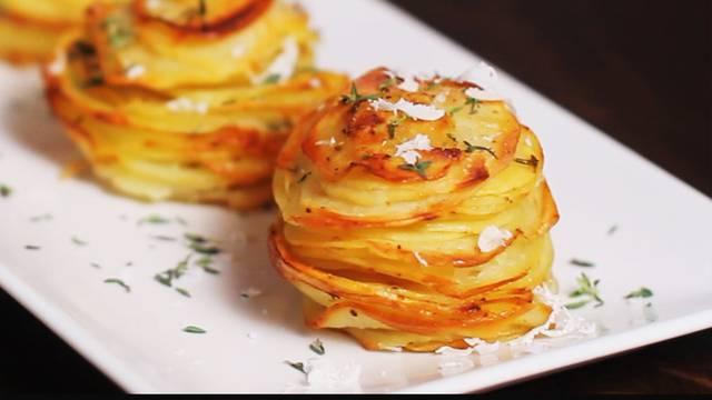 Ideja za večeru: Pečeni krumpir s parmezanom - za prste polizati