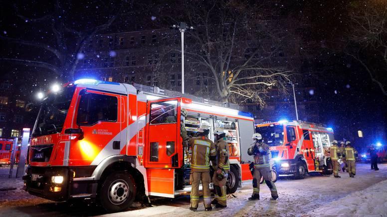 U centru za migrante u Berlinu izbio požar, deseci ozlijeđenih