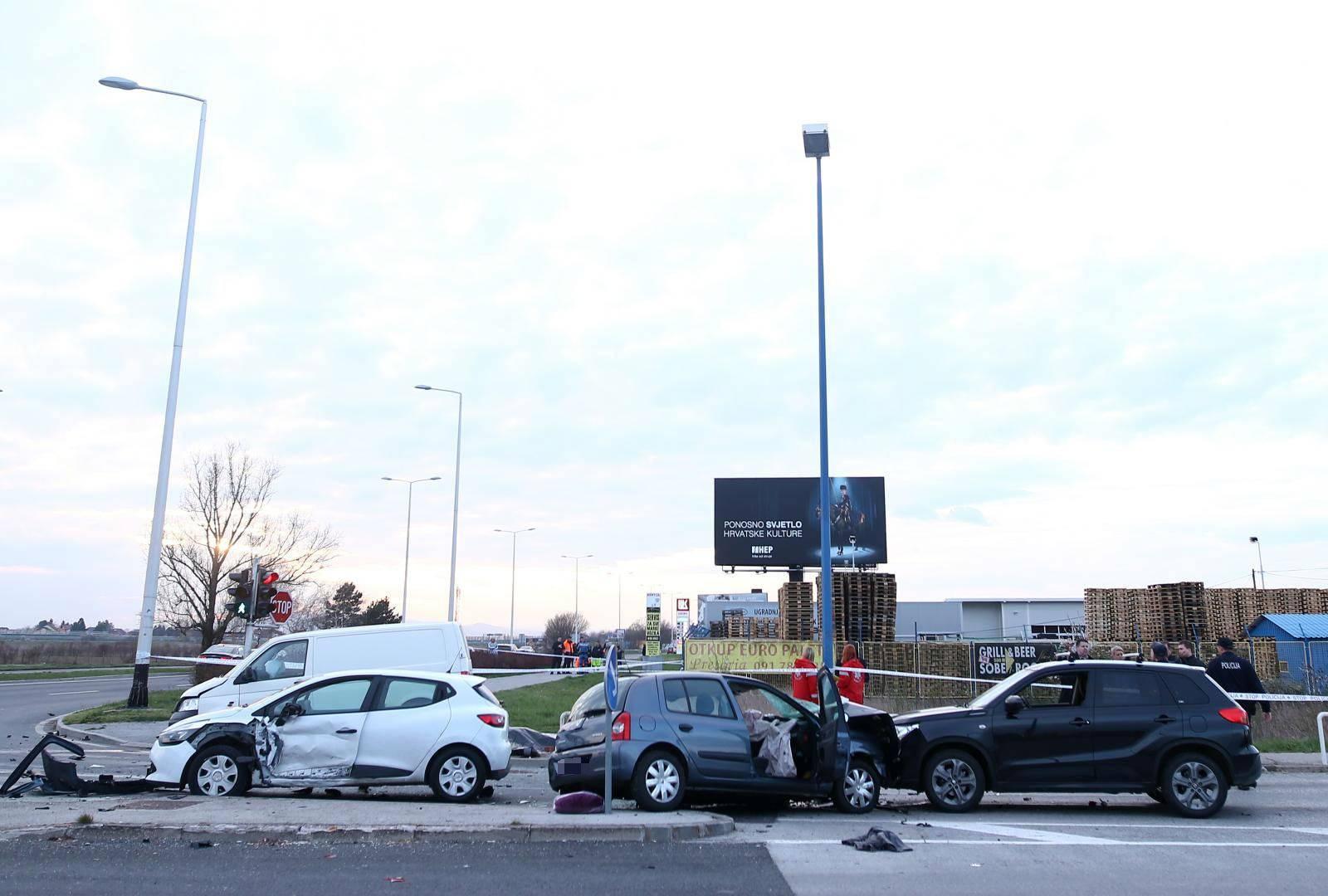 Sudarila su se četiri vozila u Velikoj Mlaki: Čovjek poginuo