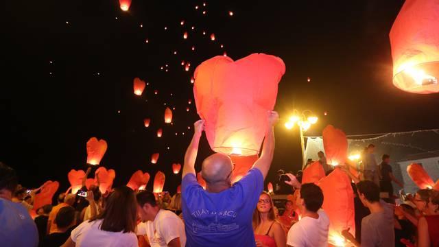 U Vodicama ipak u zrak pustili goruće lampione, a ne balone