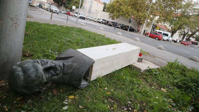 Split: Srušen spomenik Radi Končaru na Bačvicama