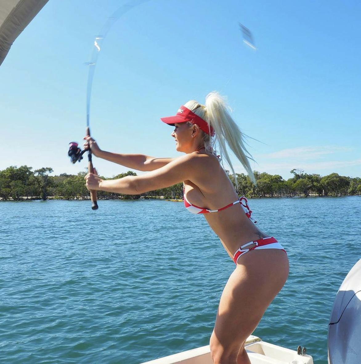 Ostavila se mode: S velikim ribama bori se samo u bikiniju