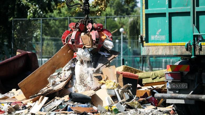 Otpad na ulicama prvi je simbol propasti grada uhvaćenog u mrežu korupcije i kriminala