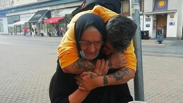 Zagreb: Tražio baku koja prosi preko Facebooka, kad ju je vidio bacio joj se u zagrljaj