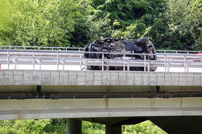 Udario u ogradu i prevrnuo se: Vozač je ispao van i preminuo...