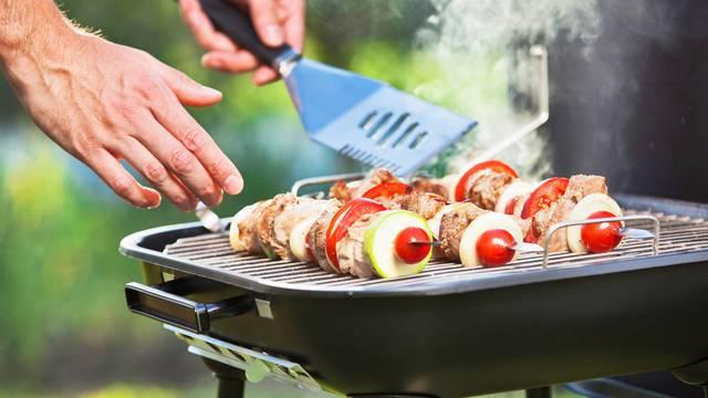 Zdravi roštilj: Top deset sočnih salata od mesa, ribe i povrća