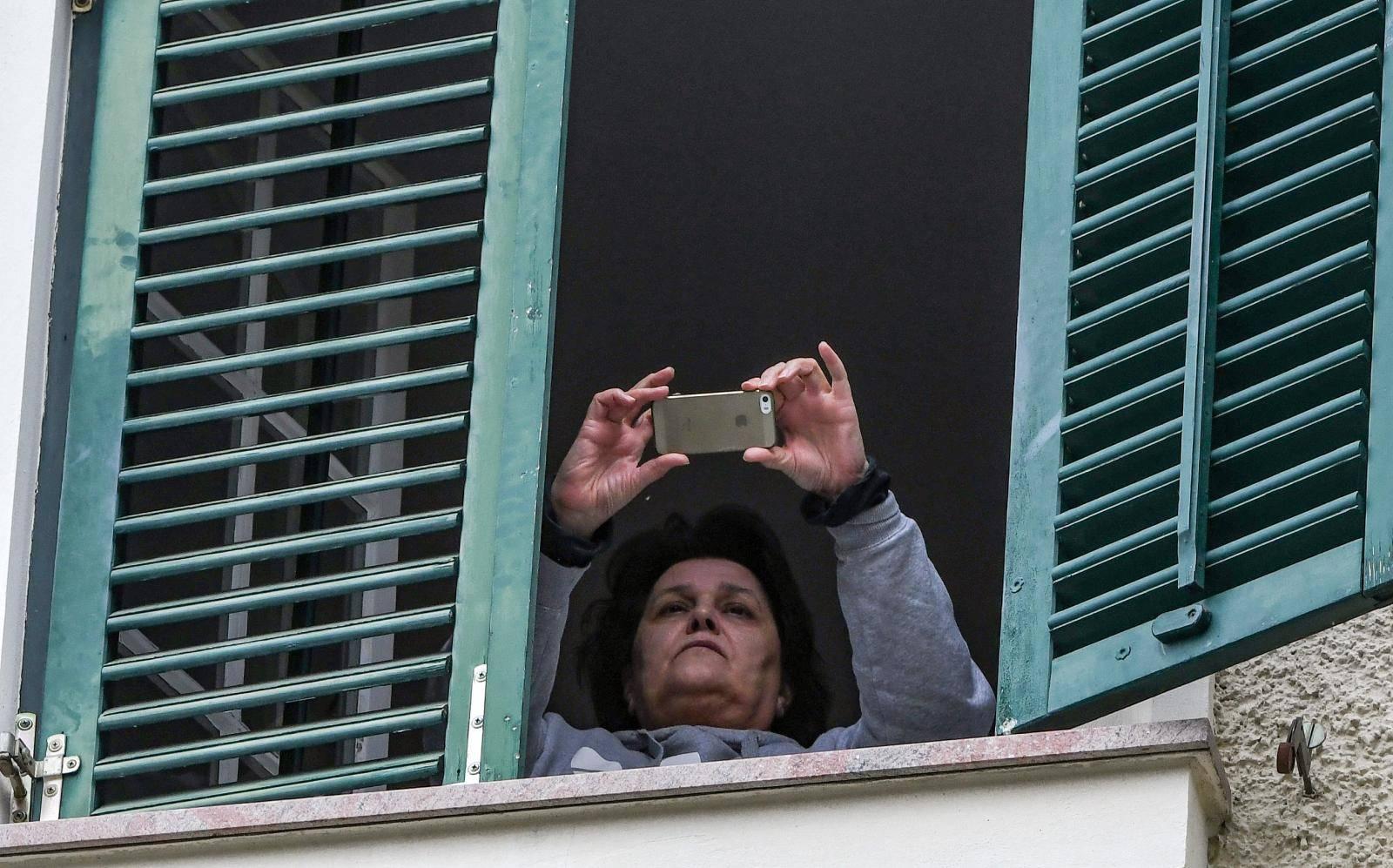 Ivo otišao u zatvor, a Mirjana s prozora vile snimala novinare