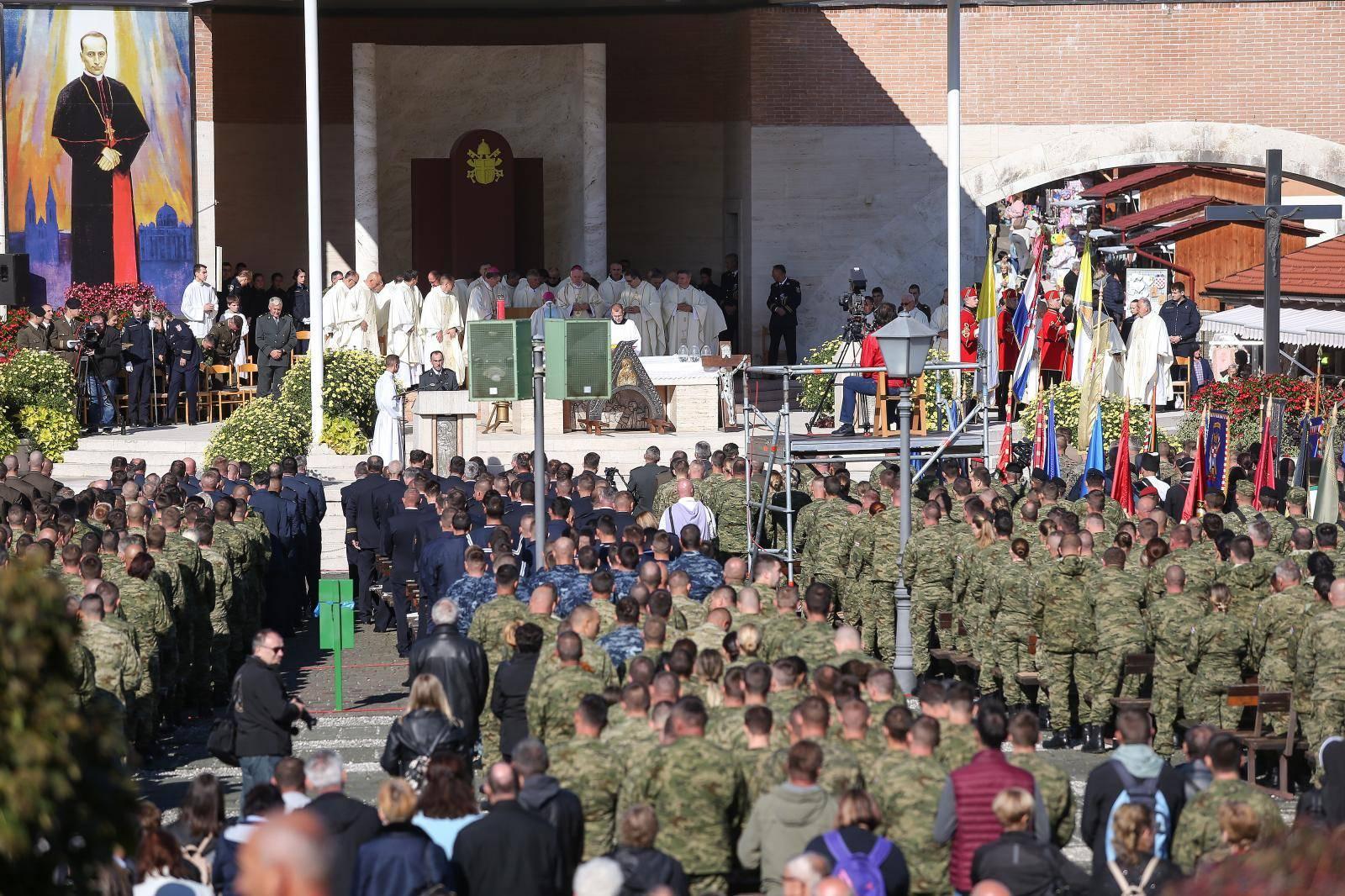 Na vojnom hodočašću  tisuće vojnika, policajaca i branitelja