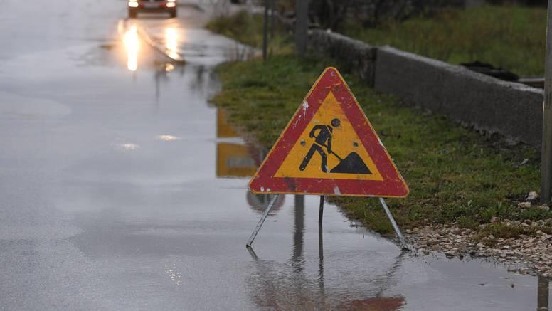 Oprez u prometu: Ceste su mjestimice mokre i skliske