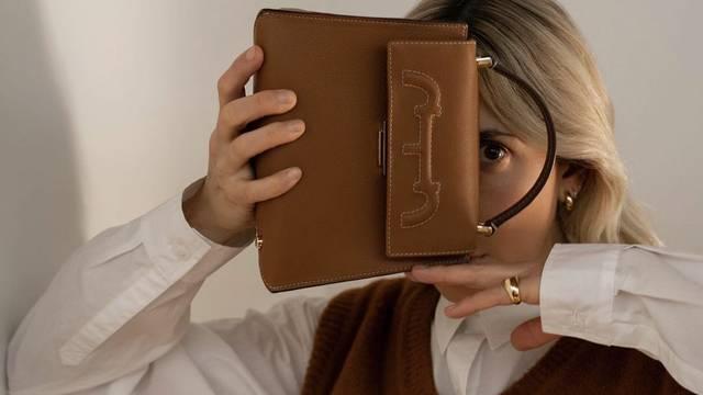 Bazična poslovna kombinacija sa čokoladno smeđim detaljima