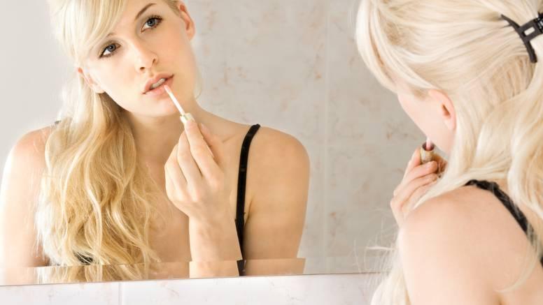 Napravite sami prirodno sjajilo za usne s vitaminom E i uljima