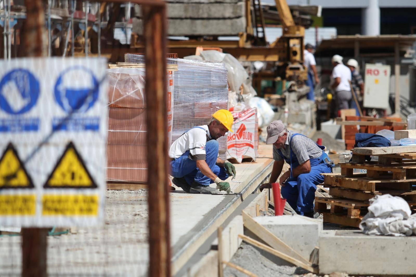 Sindikati upozoravaju: Olakšice radniku donose manju mirovinu