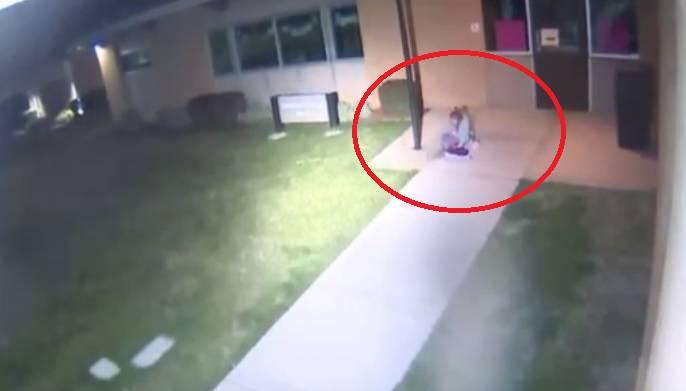 Ostavio je kćer (5) vani usred noći: 'Šuti, lezi na pod i spavaj'