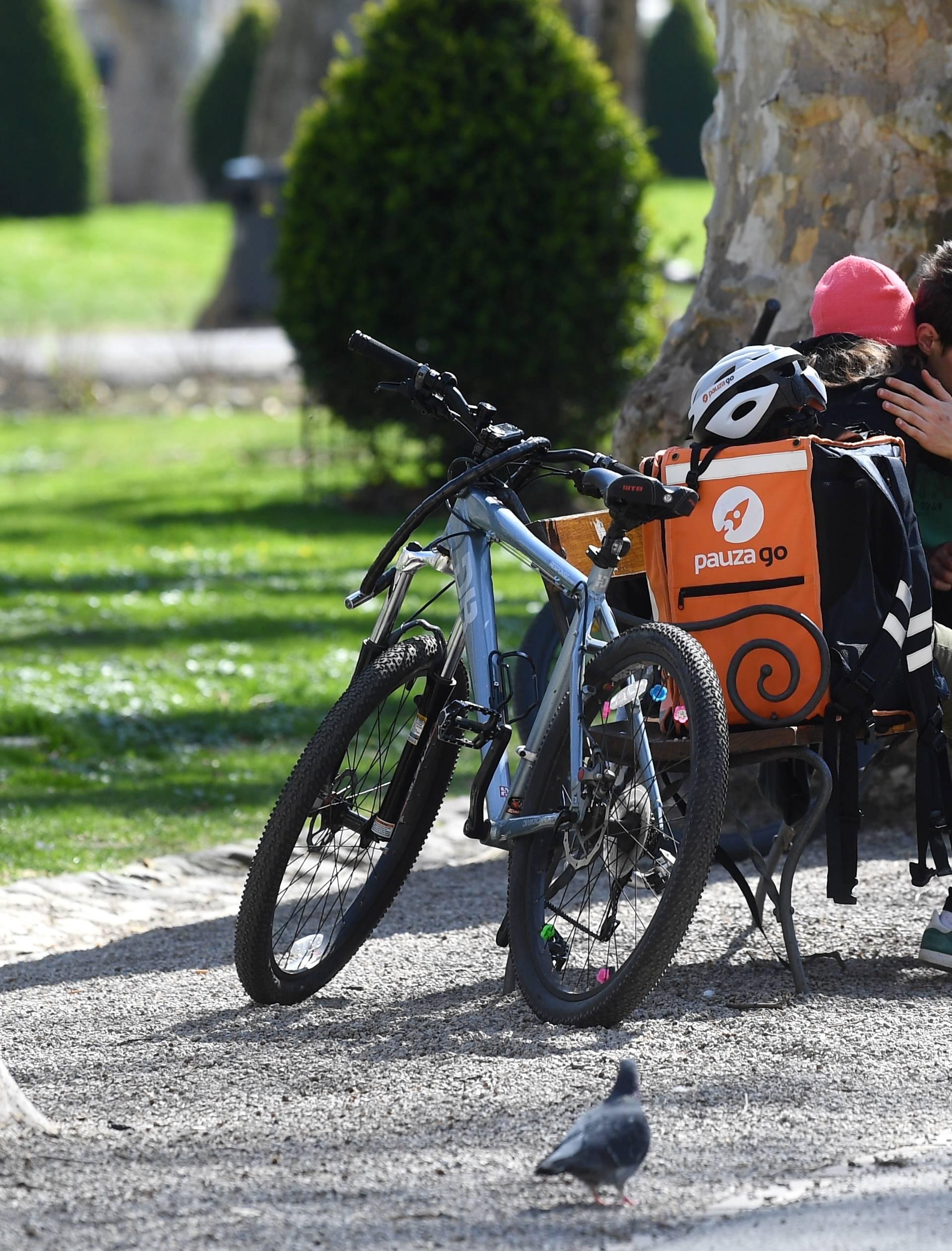 Zagreb: Ljubav između dostavljača na biciklima dvaju konkurentskih tvrtki