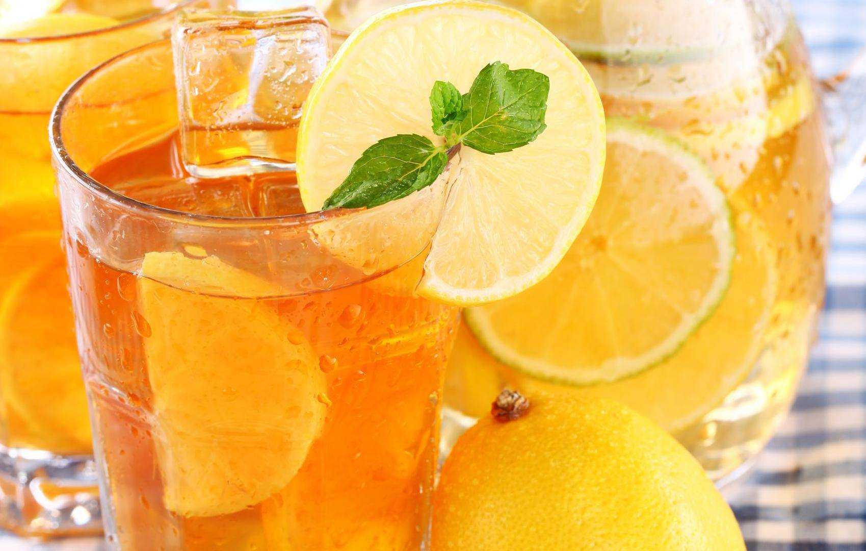 Kako napraviti doma savršen ledeni čaj? Jednostavno je, a idealno osvježava preko ljeta