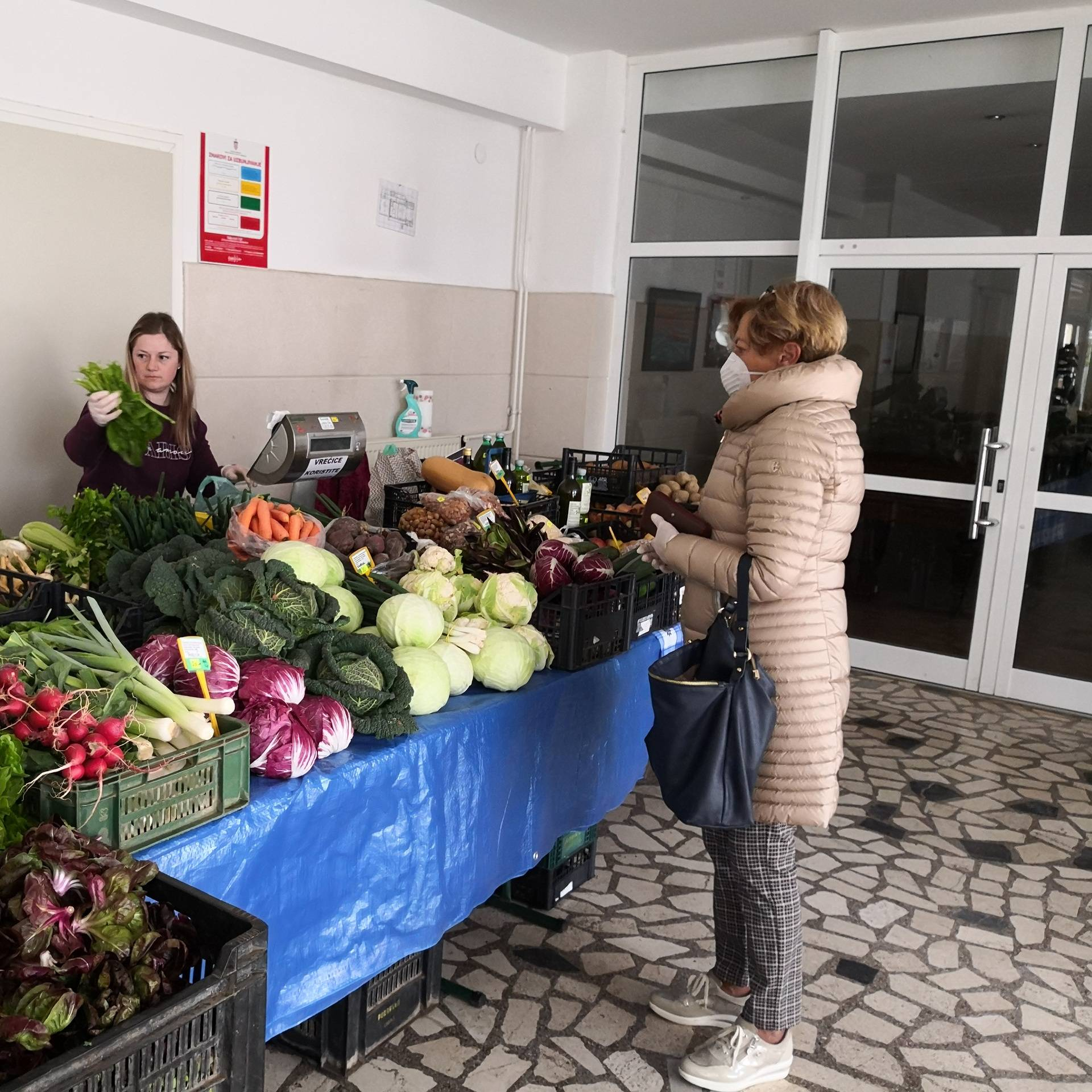 Pronašli su rješenje: U Umagu voće i povrće prodaju u kinu