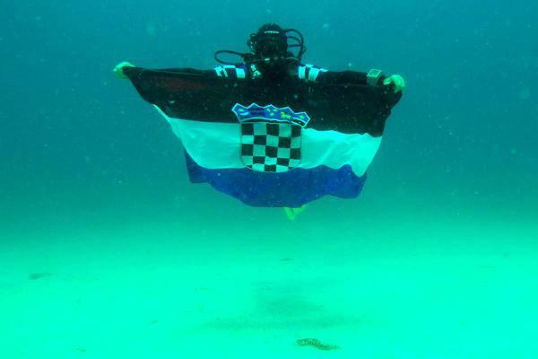Legendarni pilot razvio zastavu: Sljedeća dva stoljeća su ključna!