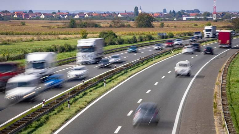 Na zagrebačkoj obilaznici su se sudarili tri auta i dva kamiona