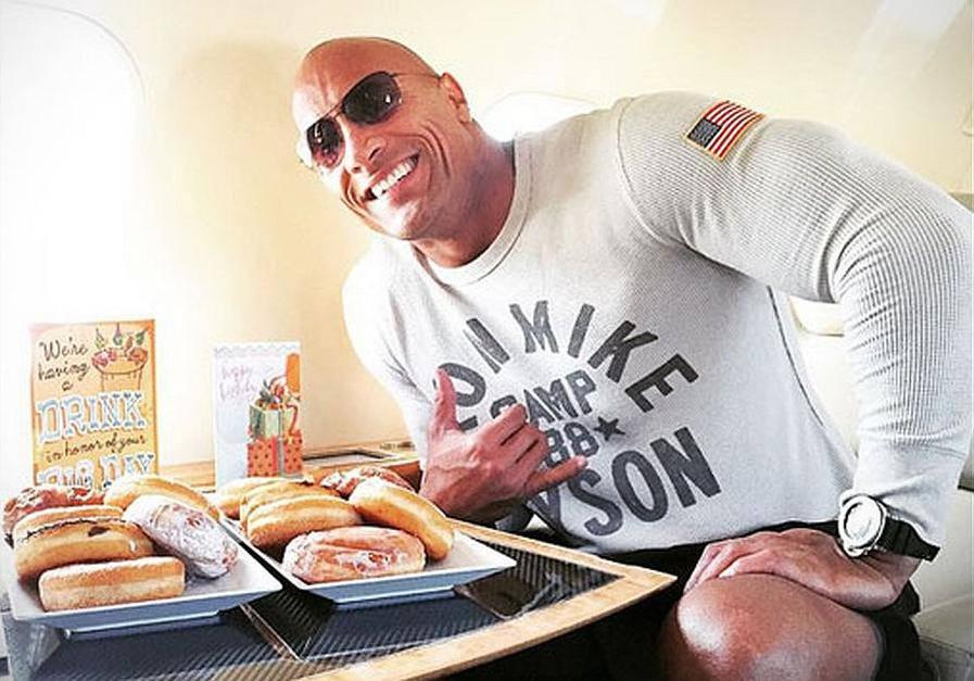 On nije čovjek, on je The Rock: Dok 'vara' pojede 7700 kalorija