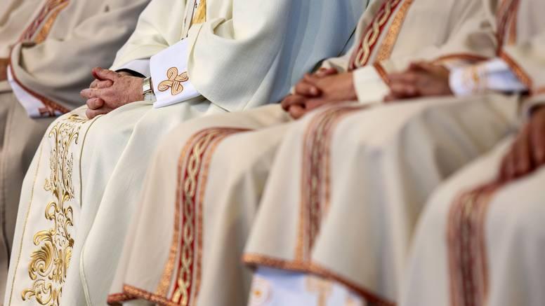 Svećenici u Hrvatskoj  ponašaju se kao da se razumiju u sve: Od vagine do postanka svemira...