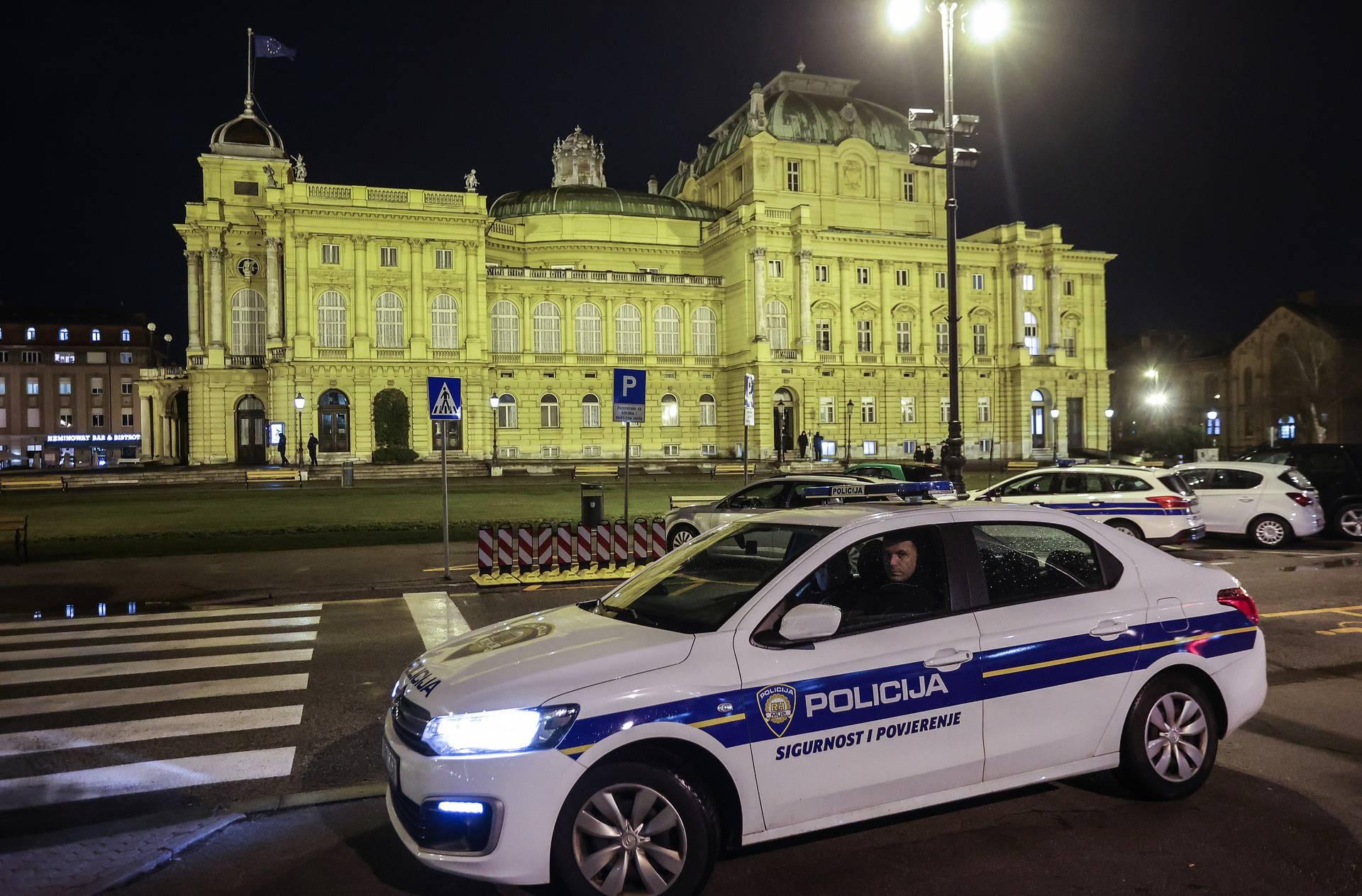 Zagreb: Noćas oko HNK nije bilo okupljanja mladih i policija je pojačala kontrole