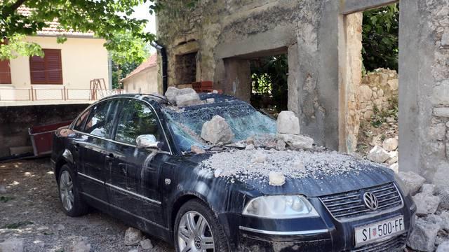 U kuću u Drnišu udario grom: 'Mislila sam da je pala granata'