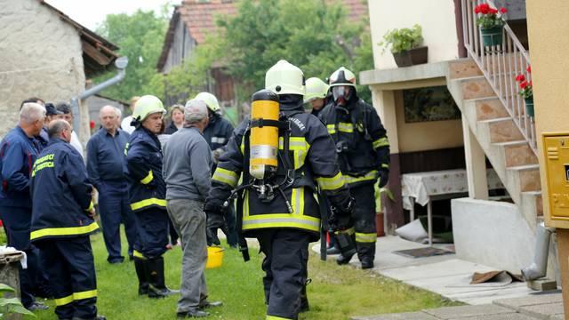 Požar iz kuhinje proširio se na sobu, starija žena u bolnici