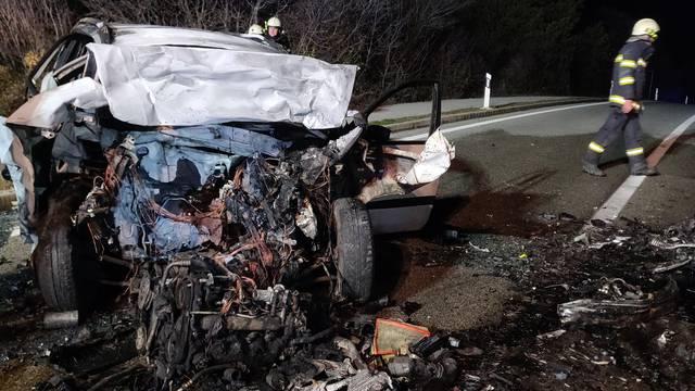 Dvoje poginulo u požaru auta: 'Prizor je bio šokantan, rezali smo lim da spasimo ozlijeđene'