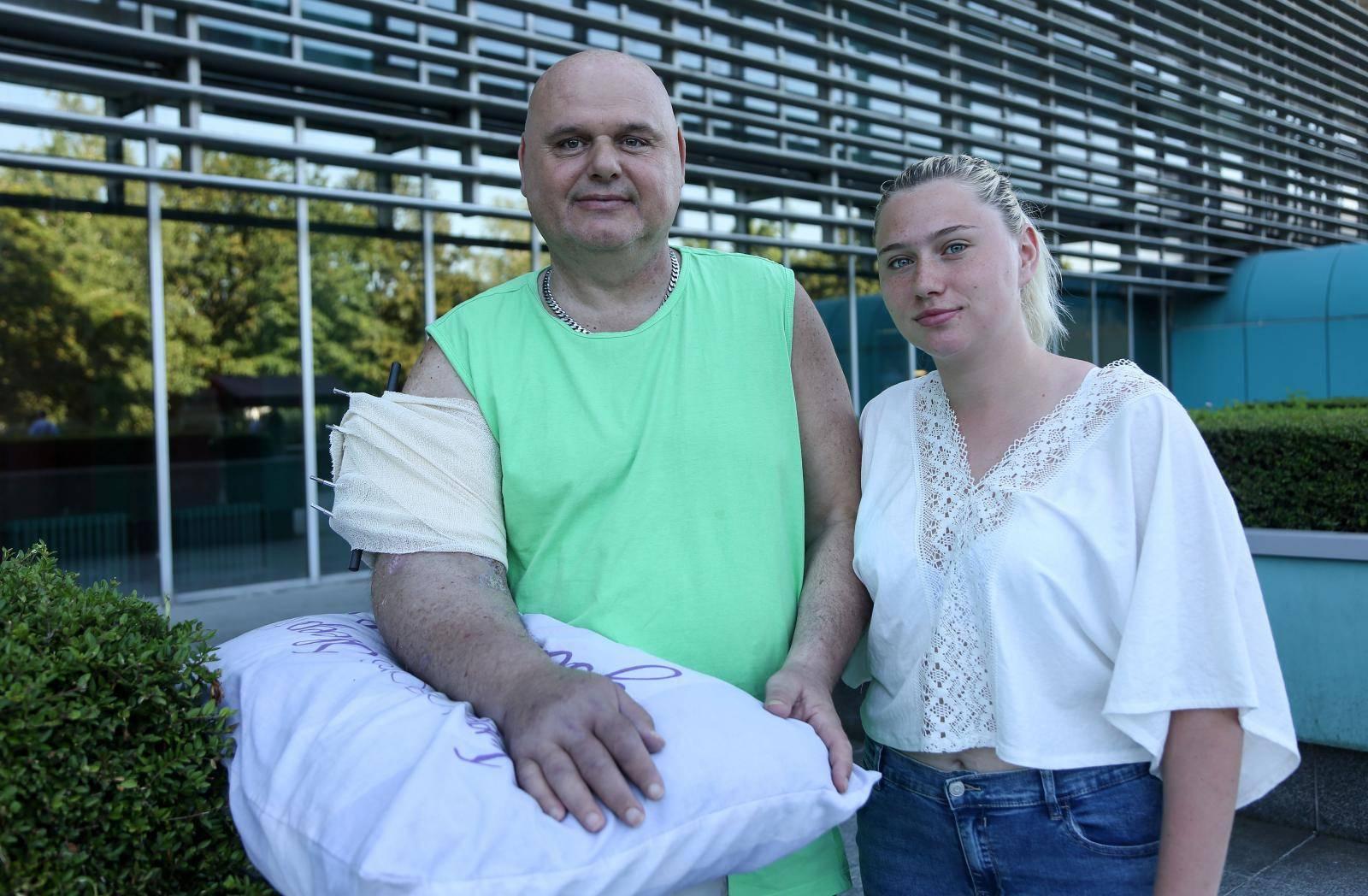 'Staklo mi je odsjeklo ruku dok sam štitio kćer. Prišili su mi je'