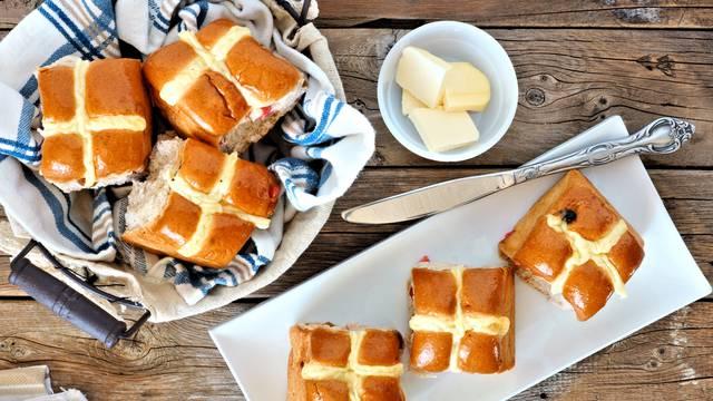 Mali odmak od pince: Slatka uskrsna peciva Hot Cross Buns