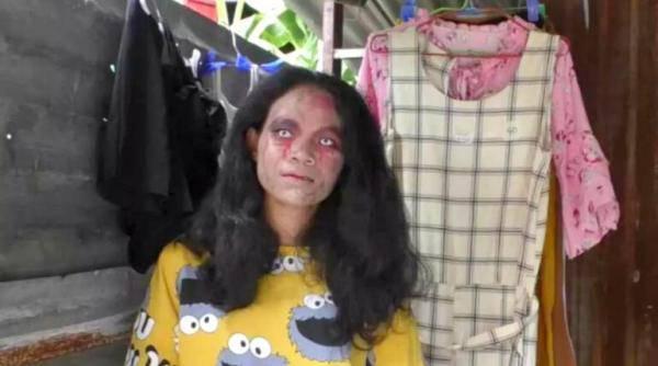Prodaje odjeću pokojnika i to našminkana u zombija. I ide joj!