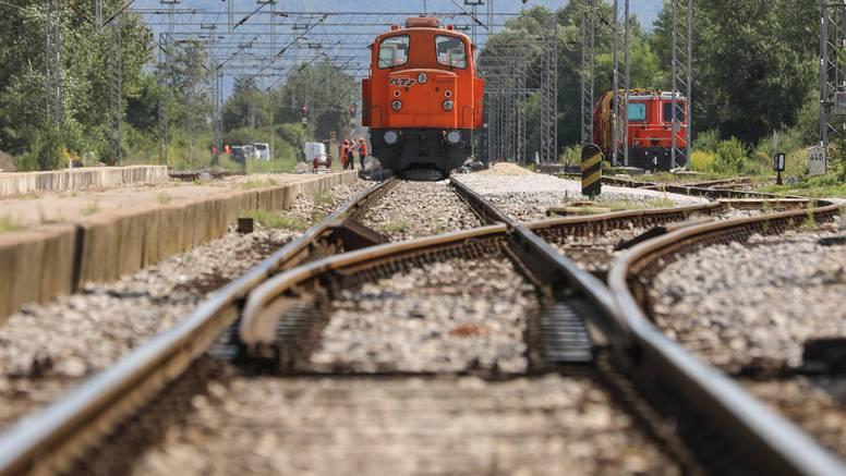 Ne radi uređaj za osiguravanje prijelaza pruge na dionici Savski Marof - Dobova