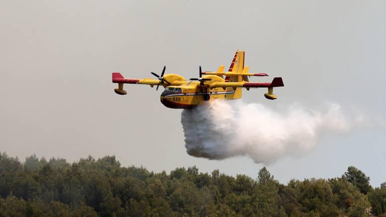 Požar kod Oklaja gasi 6 aviona